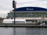 Partyzelt vor o2 World, Berlin